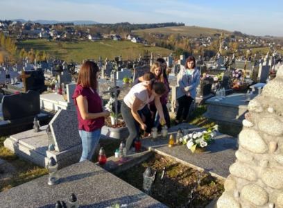 Odwiedzamy groby